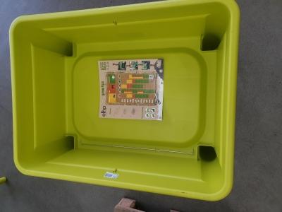 Elho Green Basics Grow Table Super Xxl - Planter - Lime Green - Outdoor - L 76.7 x W 58.1 x H 73.1 cm