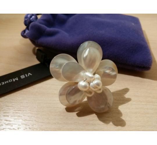 VIS Moment, Fiji - 22x Freshwater Pearl/Seashell Flower Ring & Brooch, RRP: £398