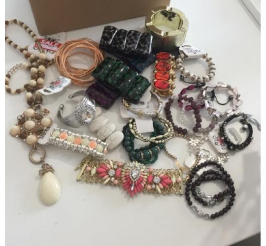 Lot of hair accessories, bracelets & earrings