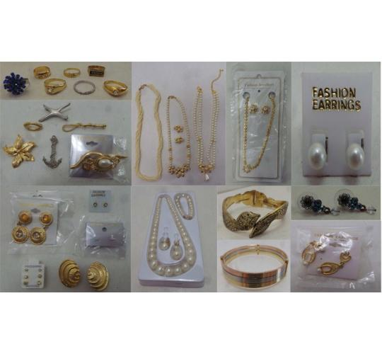 Joblot of 200 Vintage 80s Mixed Costume Jewellery Pieces