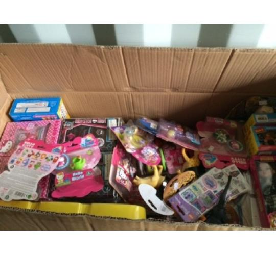 Joblot of childrens toys Approx 72 items (Box4)