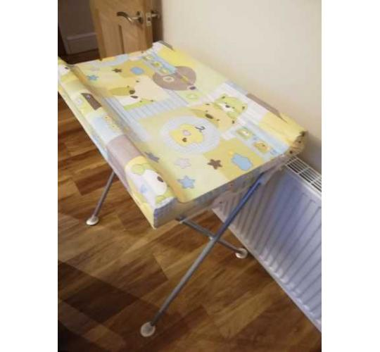 Baby fold away changing mat with bath