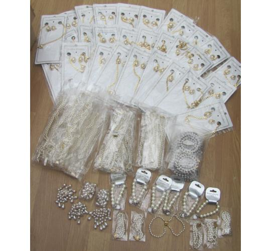97 Items of Costume Jewellery. Pearl necklaces etc RRP £1102.33