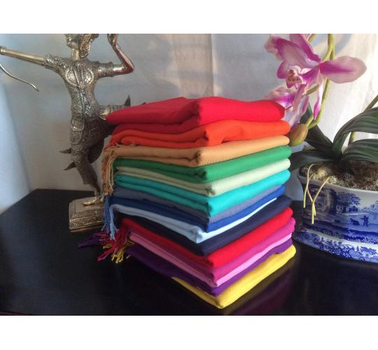 Joblot of 30 pcs of 70% cashmere & 30% Silk pashminas, labelled and bagged