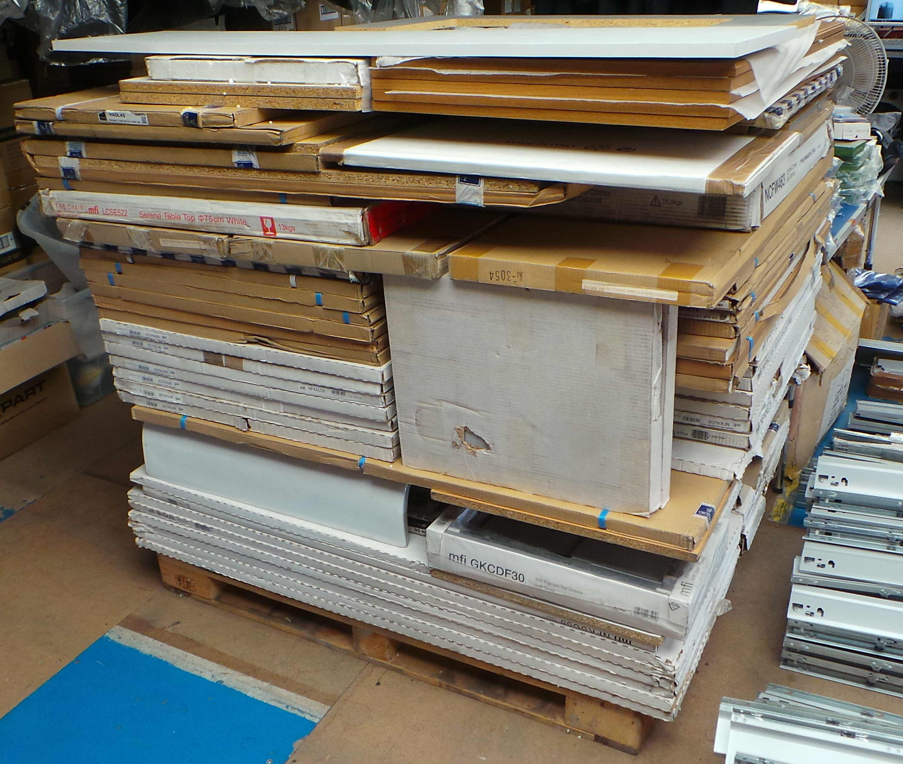 Mfi Kitchen Cabinets: Pallet Of 178 Mixed Kitchen Doors, Drawer Packs, Wall